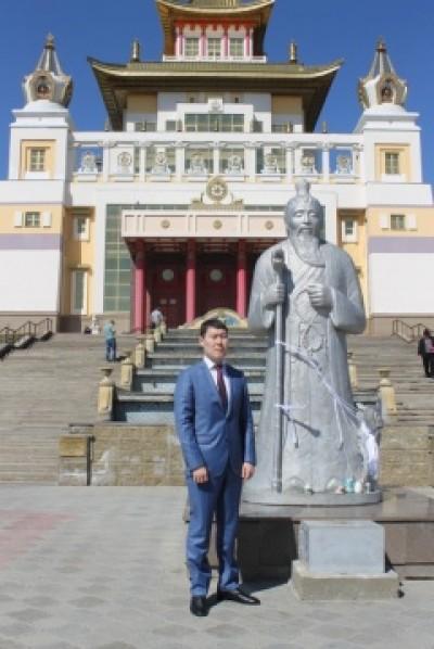 Поздравление Главы Администрации города Элисты О. В. Нохашкиева с днем рождения Будды