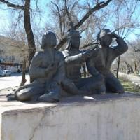Скульптурная композиция «Три маленьких богатыря»