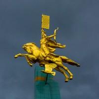 Скульптура «Калмыцкий эпос - Джангар» (Золотой всадник)