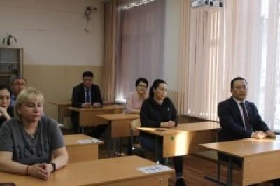 В столице Калмыкии сегодня прошел ЕГЭ для родителей