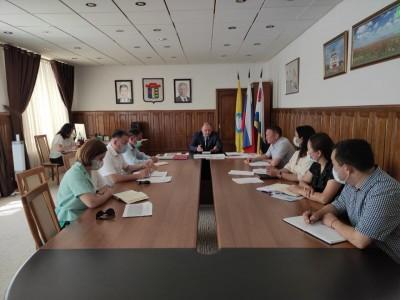Дмитрий Трапезников провел рабочее совещание с заместителями руководителя муниципалитета с участием Главы города Элисты Николая Орзаева