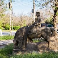 Скульптура «У источника»