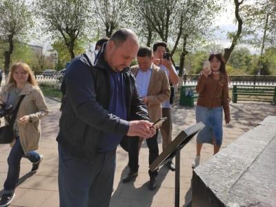 В Элисте устанавливают QR-коды на памятниках