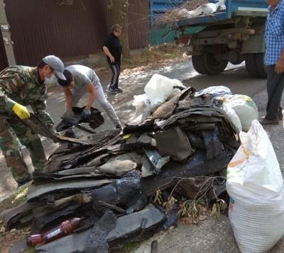 Продолжаются работы по приведению в порядок площадок для сбора твердых коммунальных отходов