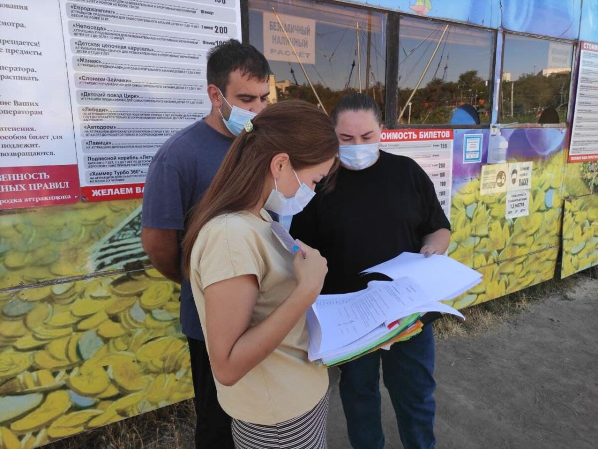 В Элисте продолжаются рейдовые мероприятия по контролю за соблюдением санитарных правил в торговых объектах и предприятиях общественного питания столицы