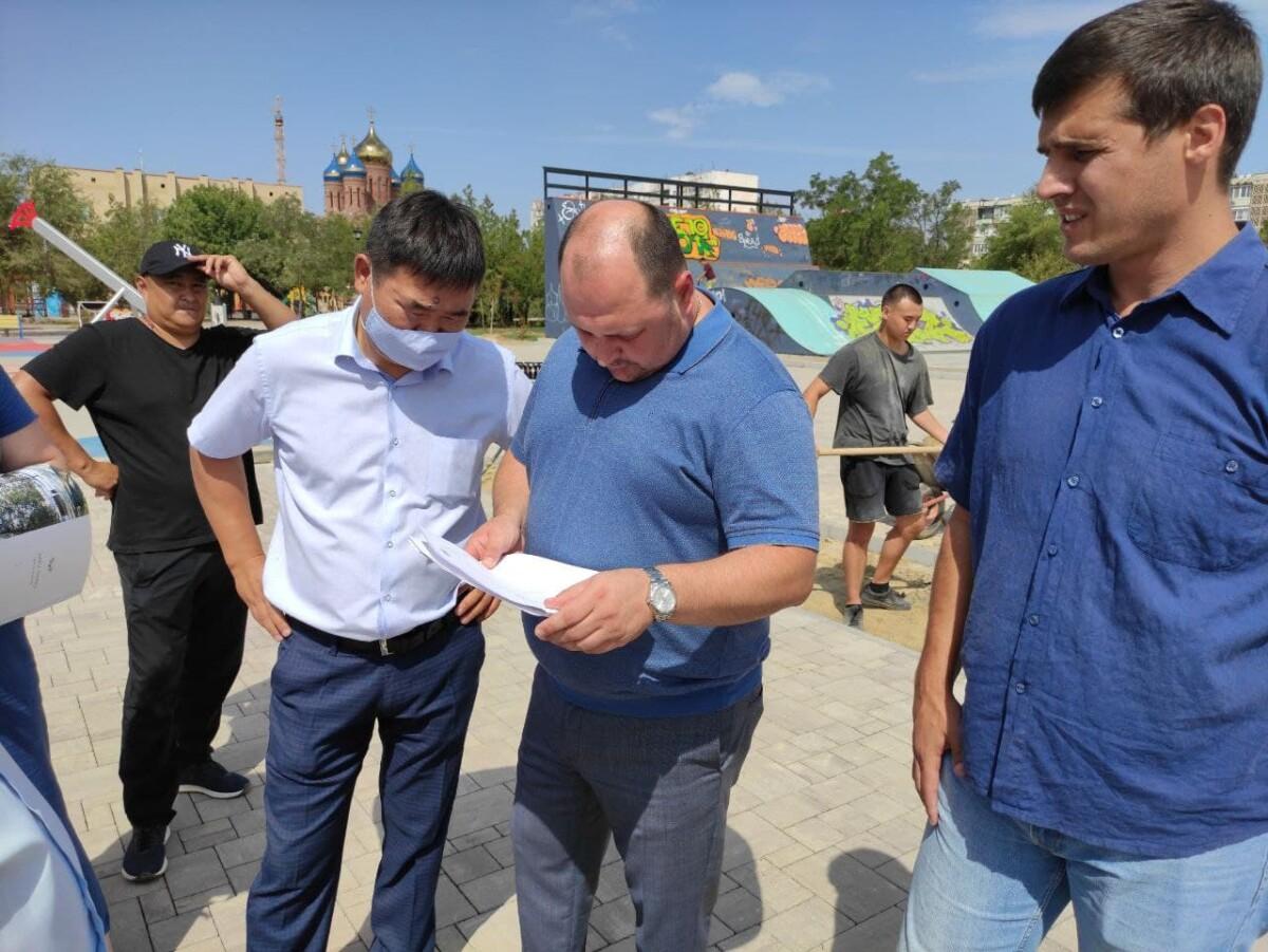 Дмитрий Трапезников провел выездное совещание по вопросам благоустройства территории скейт-парка в 7 микрорайоне