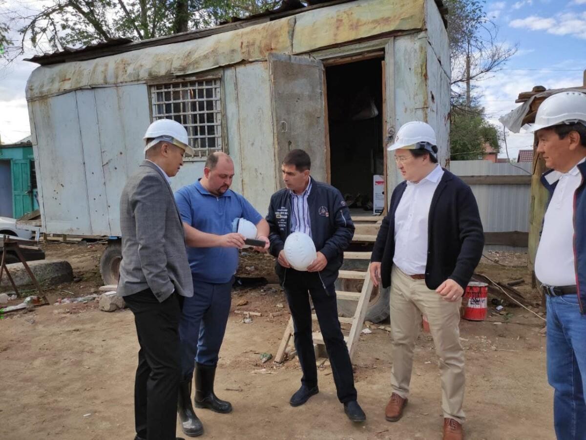 Очередное выездное совещание по вопросам строительства жилого дома по улице Хомутникова сегодня провел Дмитрий Трапезников