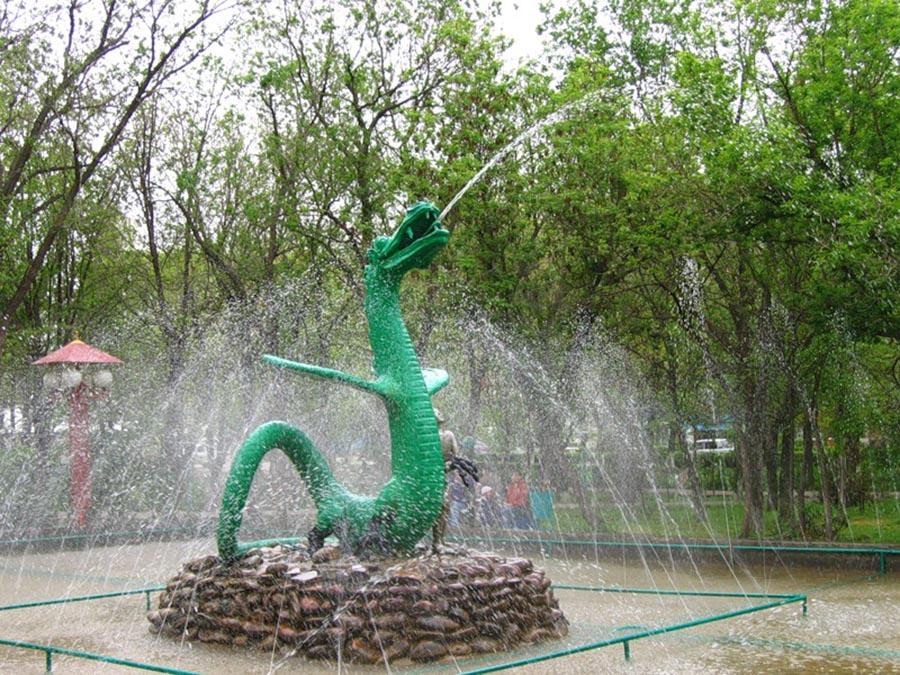 Скульптура «Мальчик и Дракон»