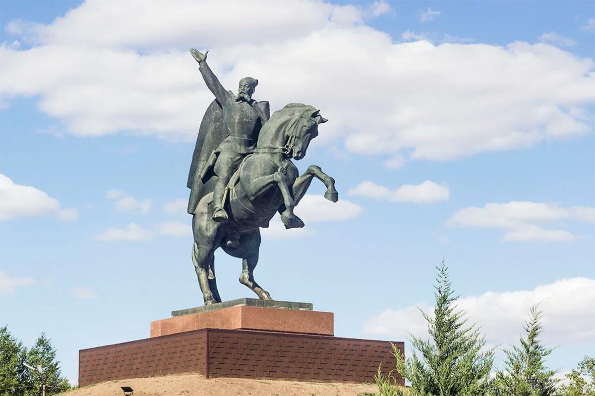 Памятник О. И. Городовикову
